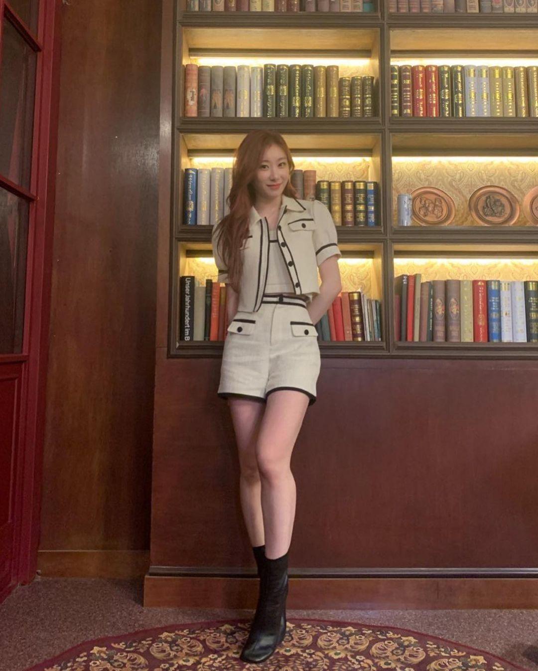 """Stylist BLACKPINK """"mix đồ"""" cao tay, Nayeon TWICE, Chaeryeong ITZY """"bít cửa"""" đọ với Rosé ảnh 5"""