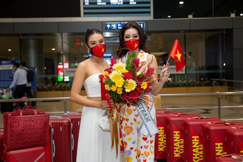 Hoa hậu Khánh Vân diện bộ trang phục ý nghĩa, lên đường sang Mỹ tham dự Miss Universe 2020 ảnh 1