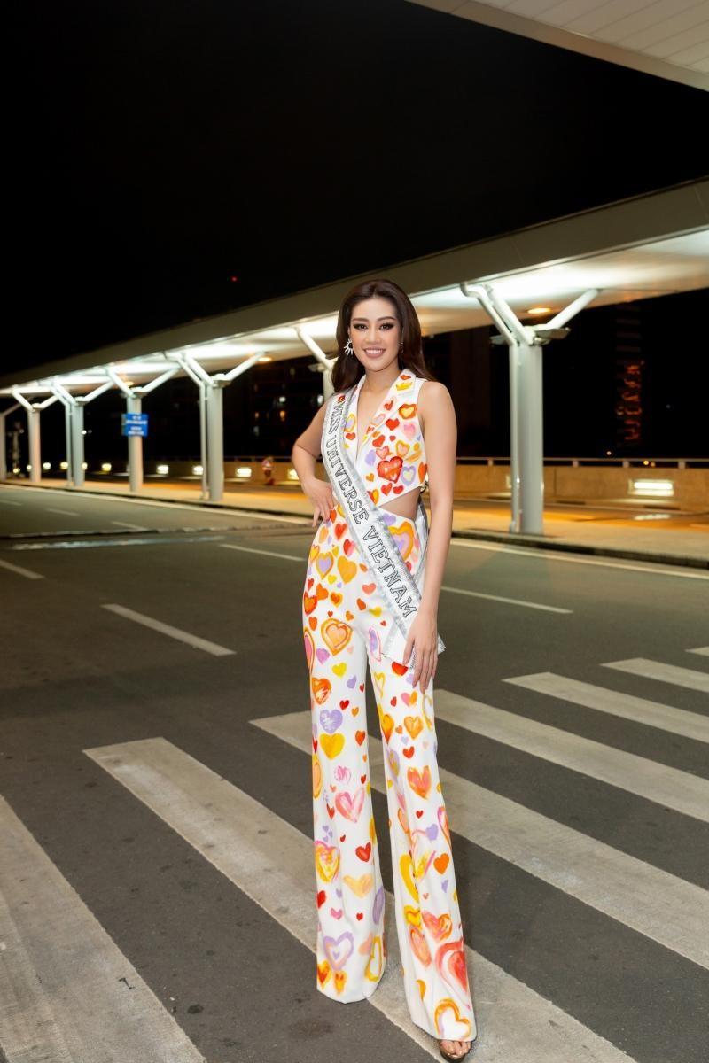 Hoa hậu Khánh Vân diện bộ trang phục ý nghĩa, lên đường sang Mỹ tham dự Miss Universe 2020 ảnh 2