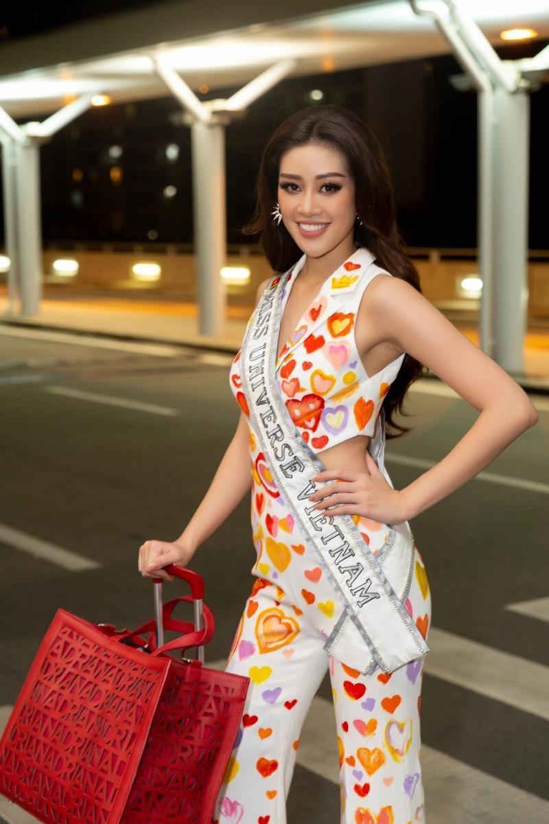 Hoa hậu Khánh Vân diện bộ trang phục ý nghĩa, lên đường sang Mỹ tham dự Miss Universe 2020 ảnh 5