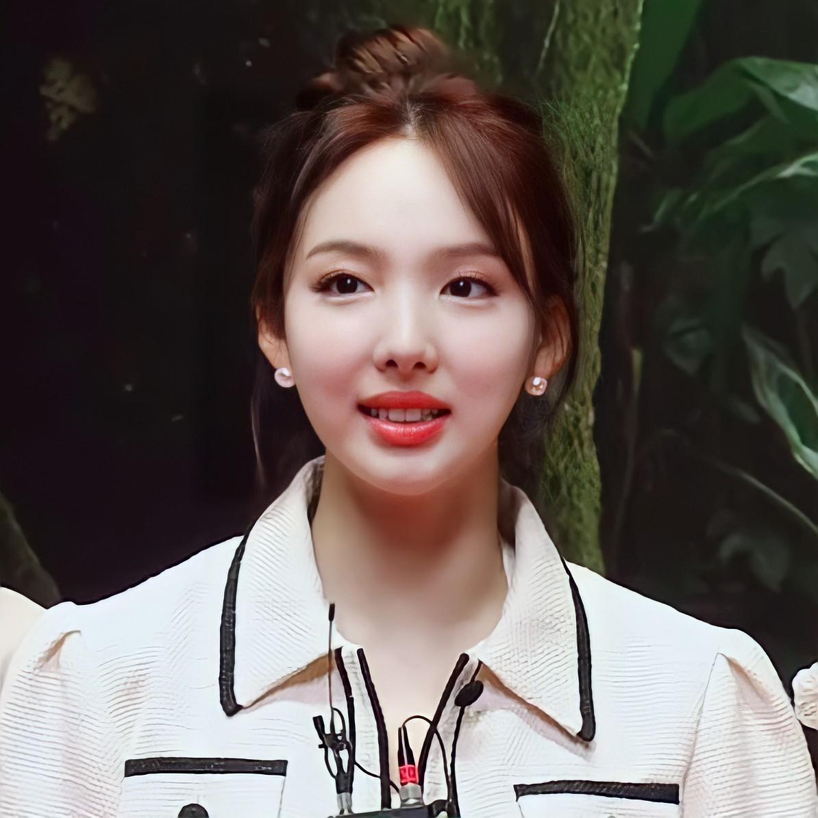 """Stylist BLACKPINK """"mix đồ"""" cao tay, Nayeon TWICE, Chaeryeong ITZY """"bít cửa"""" đọ với Rosé ảnh 3"""