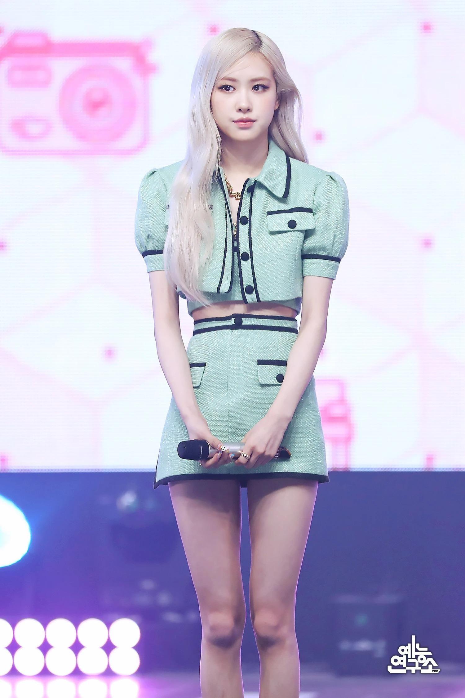 """Stylist BLACKPINK """"mix đồ"""" cao tay, Nayeon TWICE, Chaeryeong ITZY """"bít cửa"""" đọ với Rosé ảnh 6"""