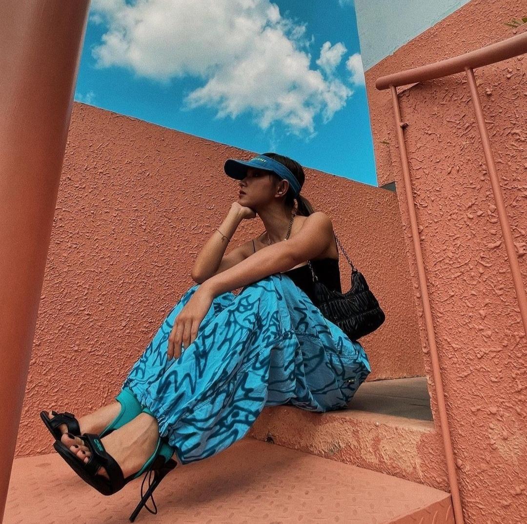 """Lan Ngọc và sao Việt lăng xê trào lưu """"sống ảo"""" mới: Khoe street style dưới nền trời xanh ảnh 9"""