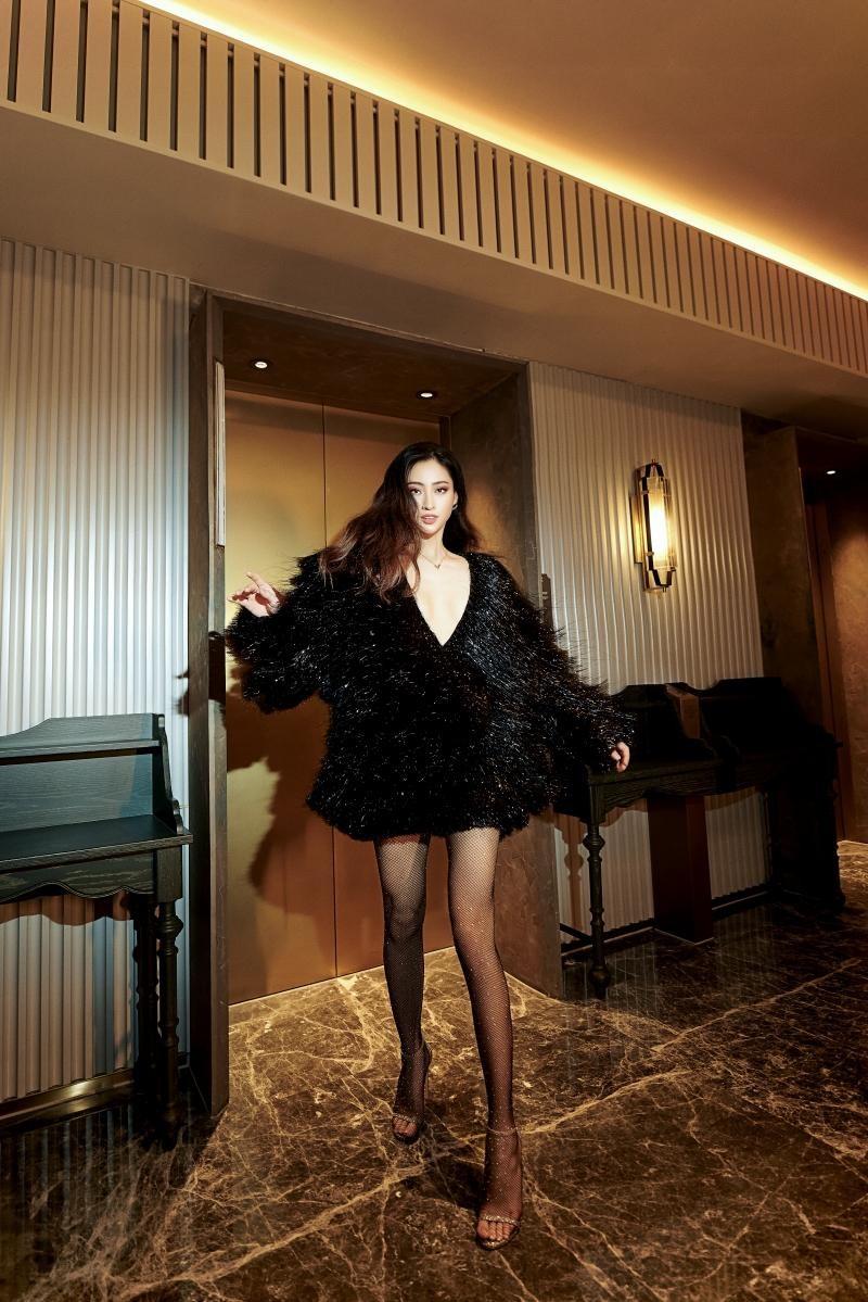 """Hoa hậu Lương Thùy Linh mặc đồ CONG TRI, khoe nhan sắc """"không có đối thủ"""" trong bộ ảnh mới ảnh 3"""