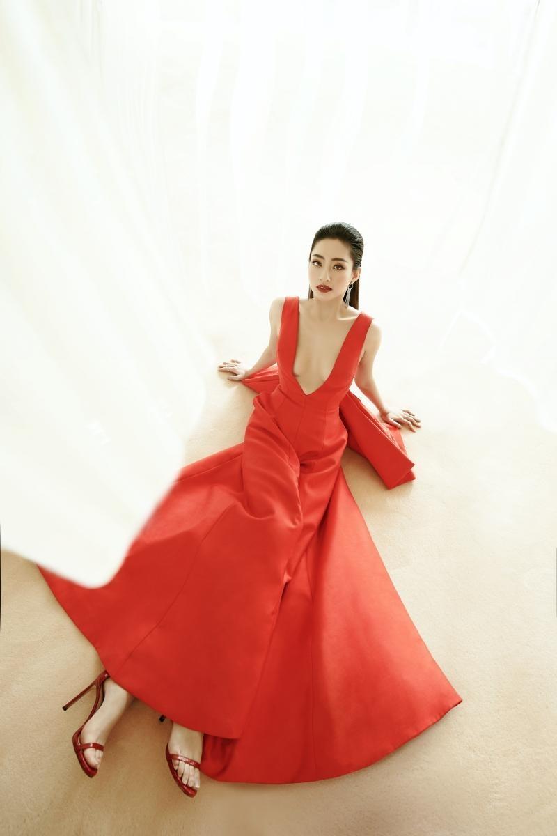"""Hoa hậu Lương Thùy Linh mặc đồ CONG TRI, khoe nhan sắc """"không có đối thủ"""" trong bộ ảnh mới ảnh 13"""