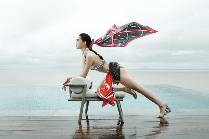 """Hoa hậu Lương Thùy Linh mặc đồ CONG TRI, khoe nhan sắc """"không có đối thủ"""" trong bộ ảnh mới ảnh 1"""