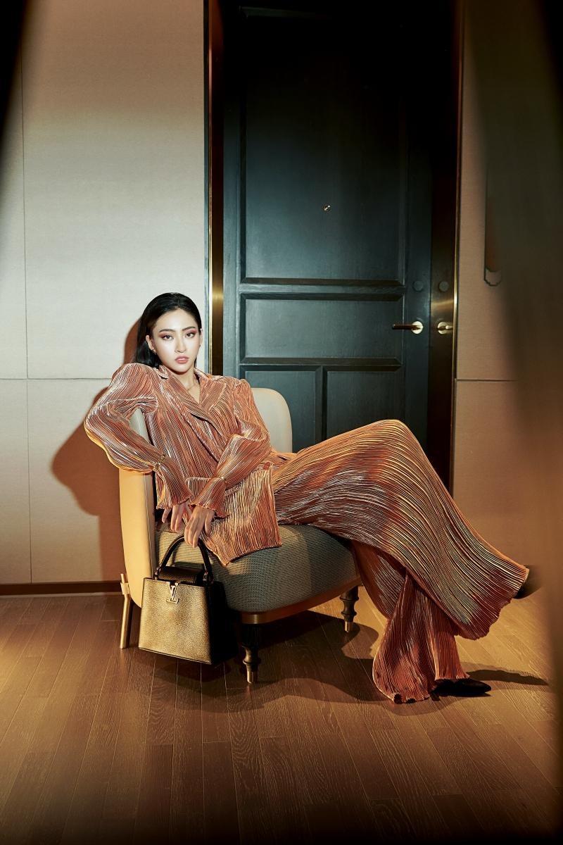"""Hoa hậu Lương Thùy Linh mặc đồ CONG TRI, khoe nhan sắc """"không có đối thủ"""" trong bộ ảnh mới ảnh 9"""