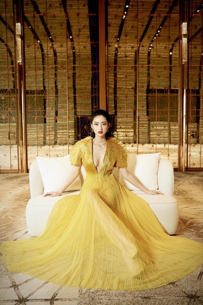 """Hoa hậu Lương Thùy Linh mặc đồ CONG TRI, khoe nhan sắc """"không có đối thủ"""" trong bộ ảnh mới ảnh 5"""