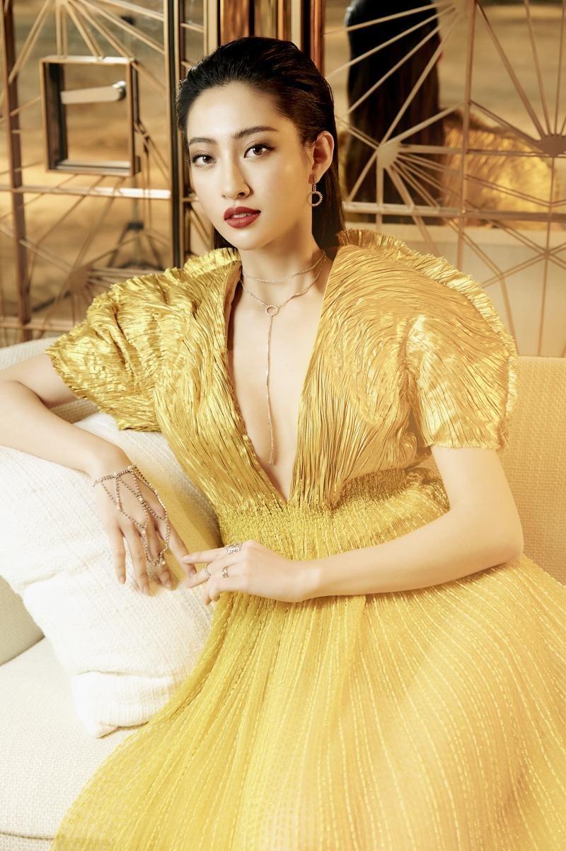 """Hoa hậu Lương Thùy Linh mặc đồ CONG TRI, khoe nhan sắc """"không có đối thủ"""" trong bộ ảnh mới ảnh 4"""