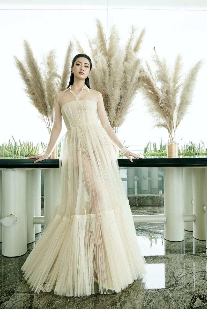 """Hoa hậu Lương Thùy Linh mặc đồ CONG TRI, khoe nhan sắc """"không có đối thủ"""" trong bộ ảnh mới ảnh 11"""