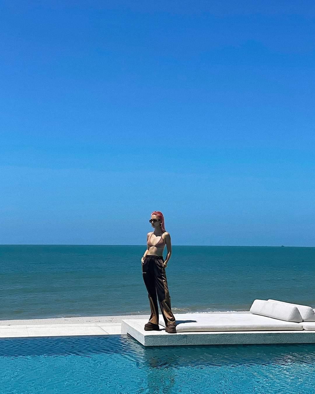 """Lan Ngọc và sao Việt lăng xê trào lưu """"sống ảo"""" mới: Khoe street style dưới nền trời xanh ảnh 2"""