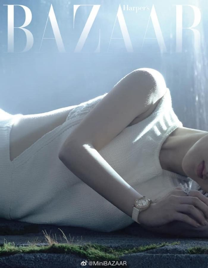 Dương Tử đẹp mong manh tựa sương khói trên bìa MiniBAZAAR, khoe visual thăng hạng vượt bậc ảnh 2