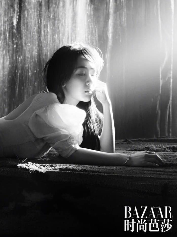 Dương Tử đẹp mong manh tựa sương khói trên bìa MiniBAZAAR, khoe visual thăng hạng vượt bậc ảnh 6