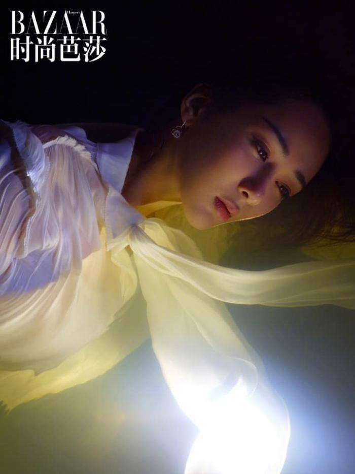 Dương Tử đẹp mong manh tựa sương khói trên bìa MiniBAZAAR, khoe visual thăng hạng vượt bậc ảnh 8