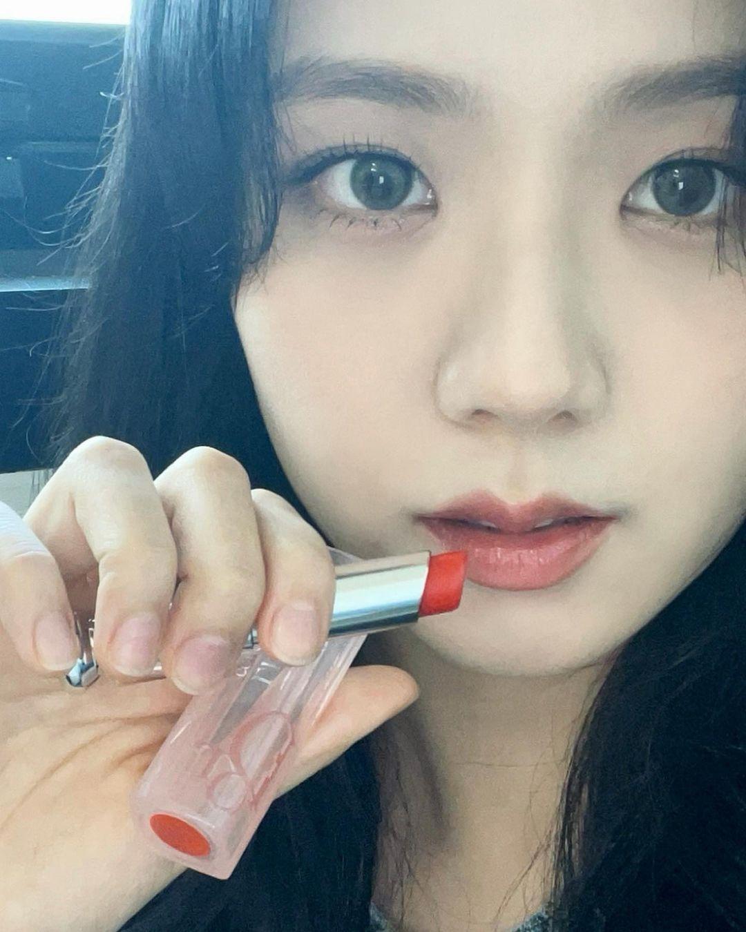 Cùng quảng cáo son mới của Dior, Angelababy được ưu ái hơn Jisoo (BLACKPINK)? ảnh 2