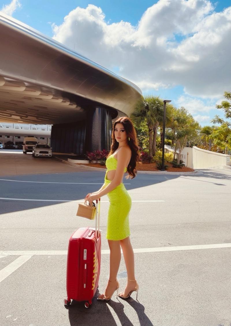 Ngày thứ 2 tại Mỹ, Hoa hậu Khánh Vân diện thiết kế nổi bật, khoe khả năng make-up cực đỉnh ảnh 2