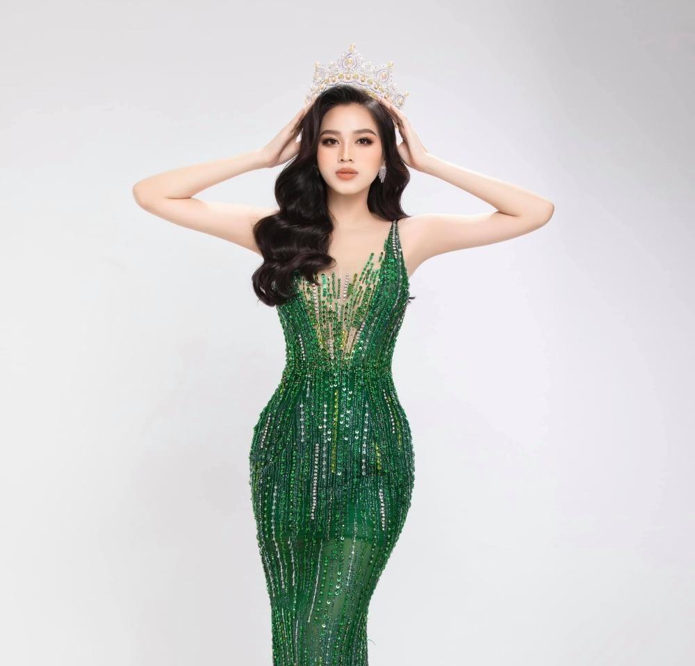 Hoa hậu Đỗ Thị Hà khoe thân hình đồng hồ cát, thần thái chuẩn beauty queen với bộ ảnh mới ảnh 2