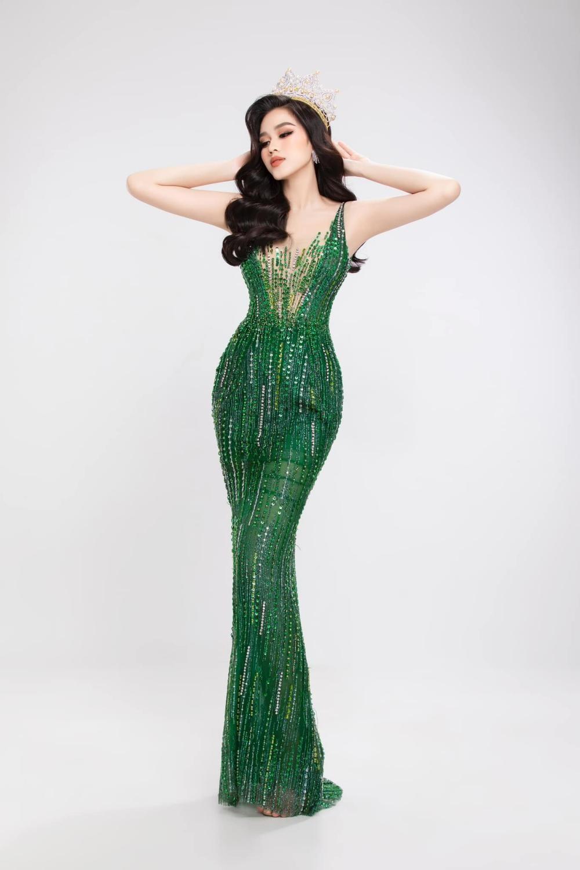 Hoa hậu Đỗ Thị Hà khoe thân hình đồng hồ cát, thần thái chuẩn beauty queen với bộ ảnh mới ảnh 4
