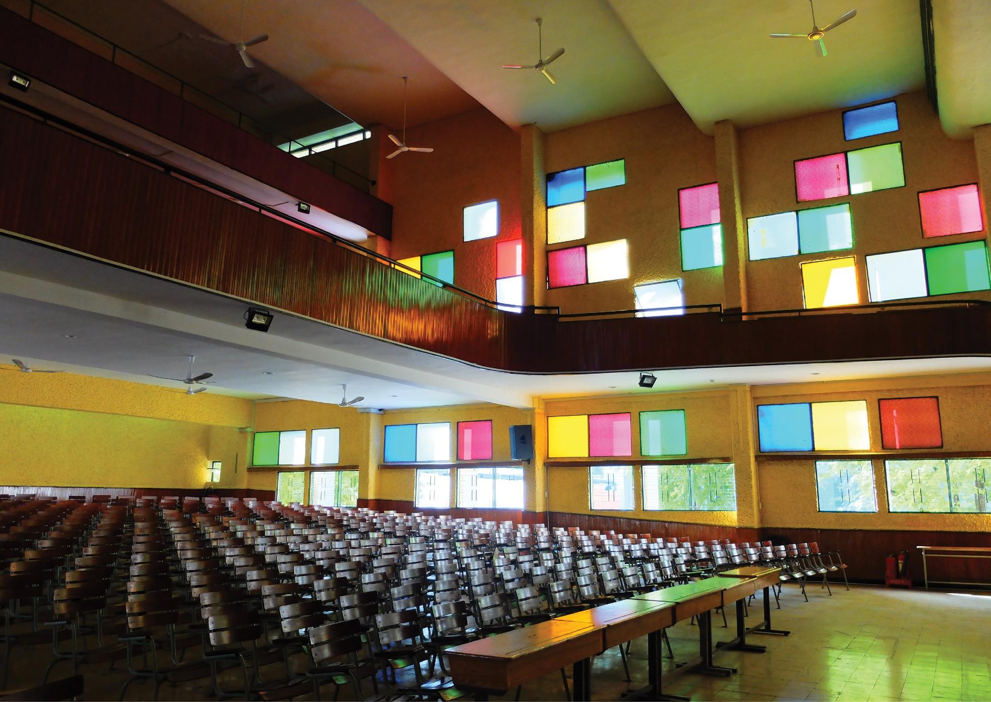 Ngôi trường trong mơ: Những ô cửa sổ sắc màu của trường THPT Chuyên Trần Đại Nghĩa ảnh 13