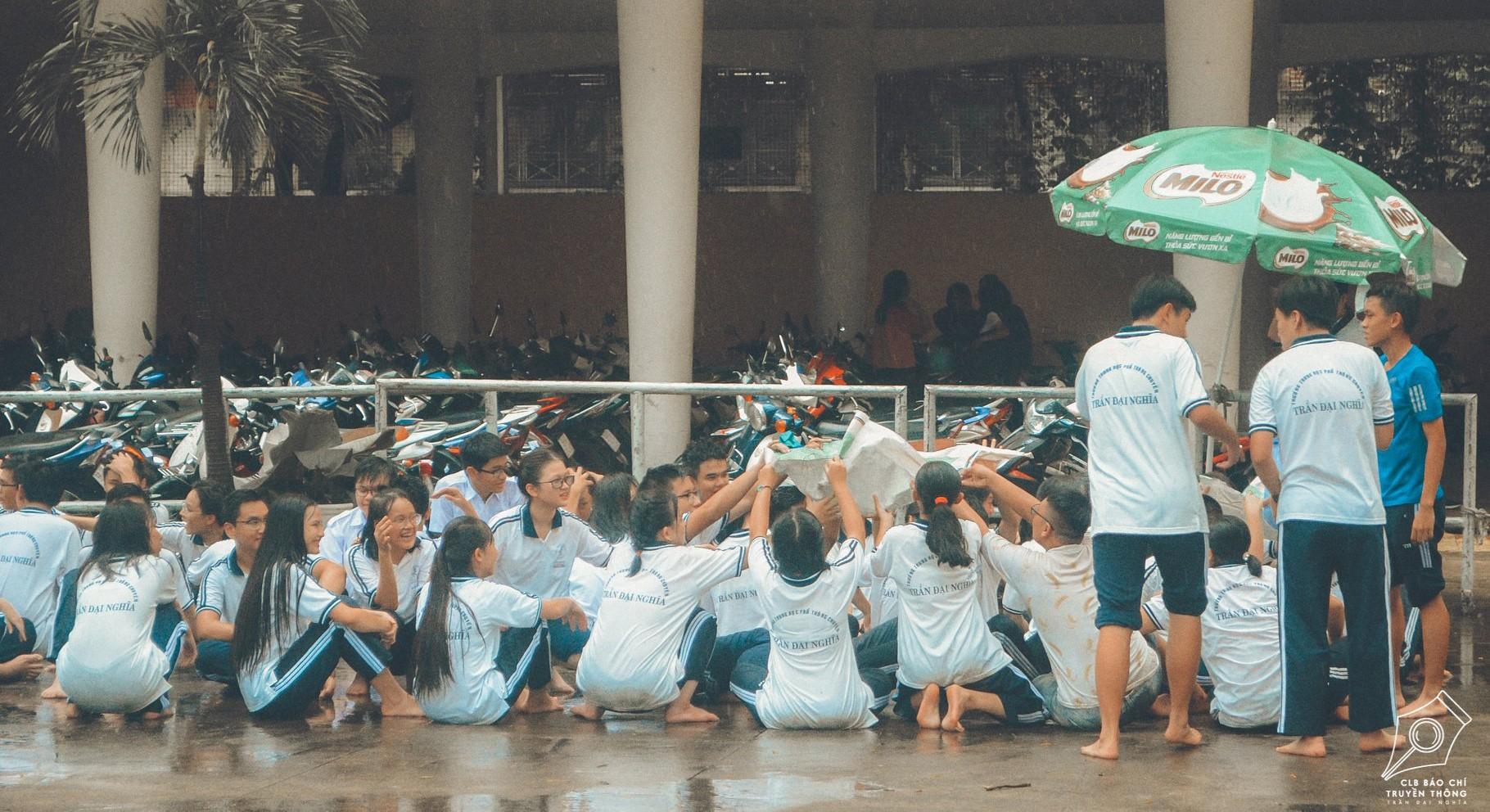 Ngôi trường trong mơ: Những ô cửa sổ sắc màu của trường THPT Chuyên Trần Đại Nghĩa ảnh 12