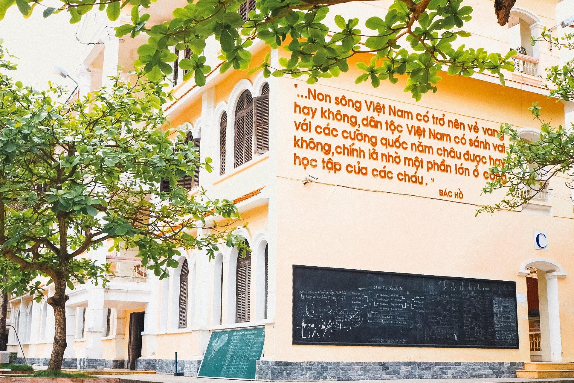 """THPT Chuyên Lê Hồng Phong (Nam Định): """"Đầu cầu"""" của những ước mơ ảnh 3"""