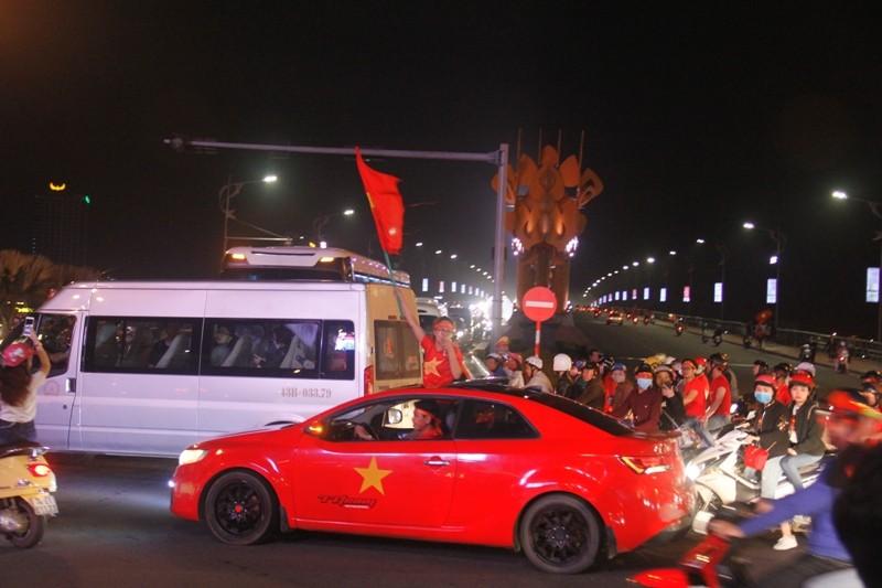 1001 kiểu diễn phố ăn mừng U23 Việt Nam của cổ động viên Đà thành ảnh 6