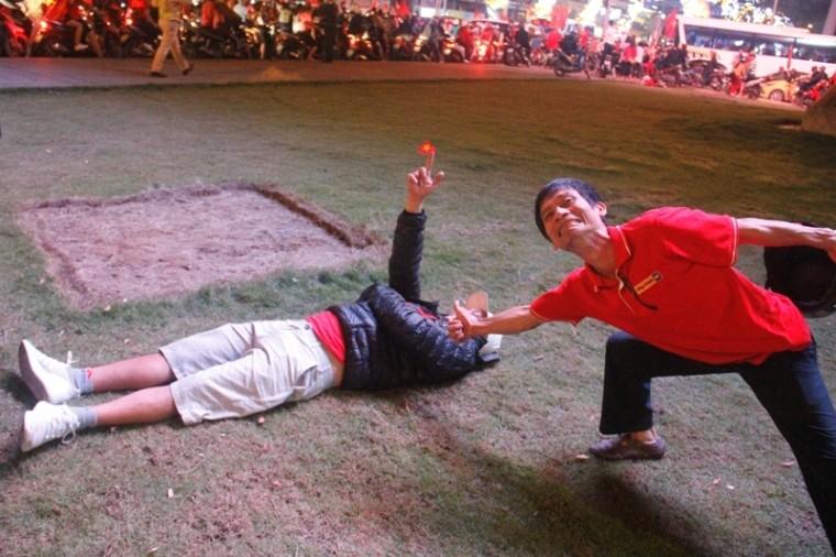 1001 kiểu diễn phố ăn mừng U23 Việt Nam của cổ động viên Đà thành ảnh 9