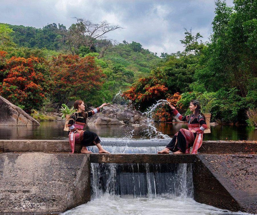 """Hoa trang rừng nở rộ sau nhiều năm, suối Tà Má trở thành điểm """"check-in"""" mới của giới trẻ ảnh 8"""