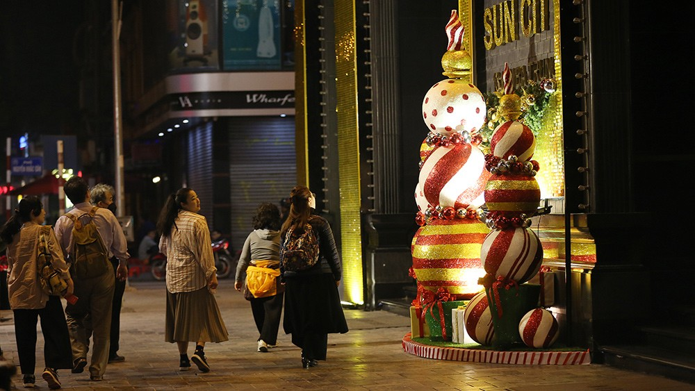 Khắp phố phường Hà Nội đã rạo rực trước mùa Noel ảnh 2