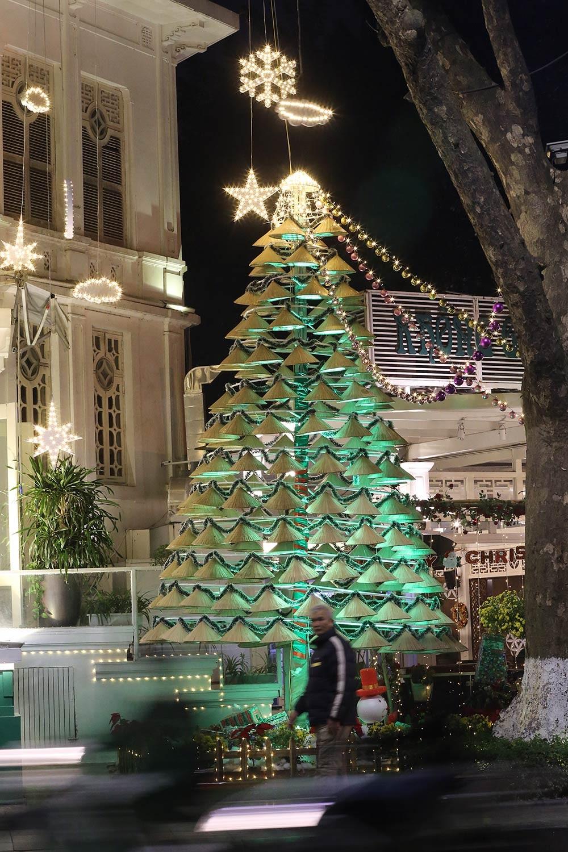 Khắp phố phường Hà Nội đã rạo rực trước mùa Noel ảnh 7