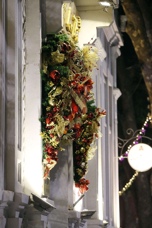 Khắp phố phường Hà Nội đã rạo rực trước mùa Noel ảnh 11