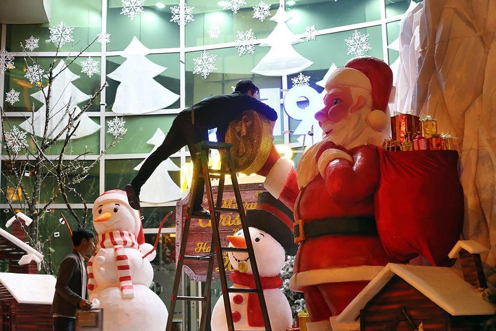 Khắp phố phường Hà Nội đã rạo rực trước mùa Noel ảnh 12