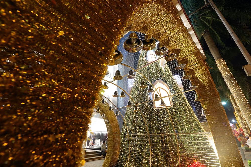 Khắp phố phường Hà Nội đã rạo rực trước mùa Noel ảnh 16