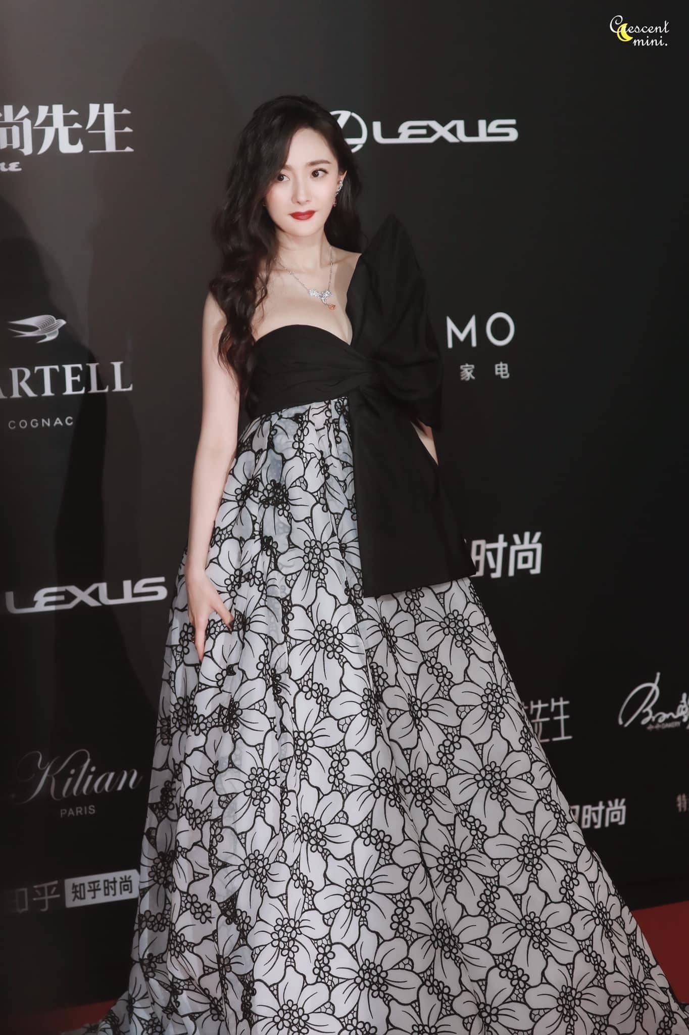 Khổ như Dương Mịch: Nỗ lực diện đồ Haute Couture cao cấp mùa mới nhất nhưng vẫn bị chê ảnh 1