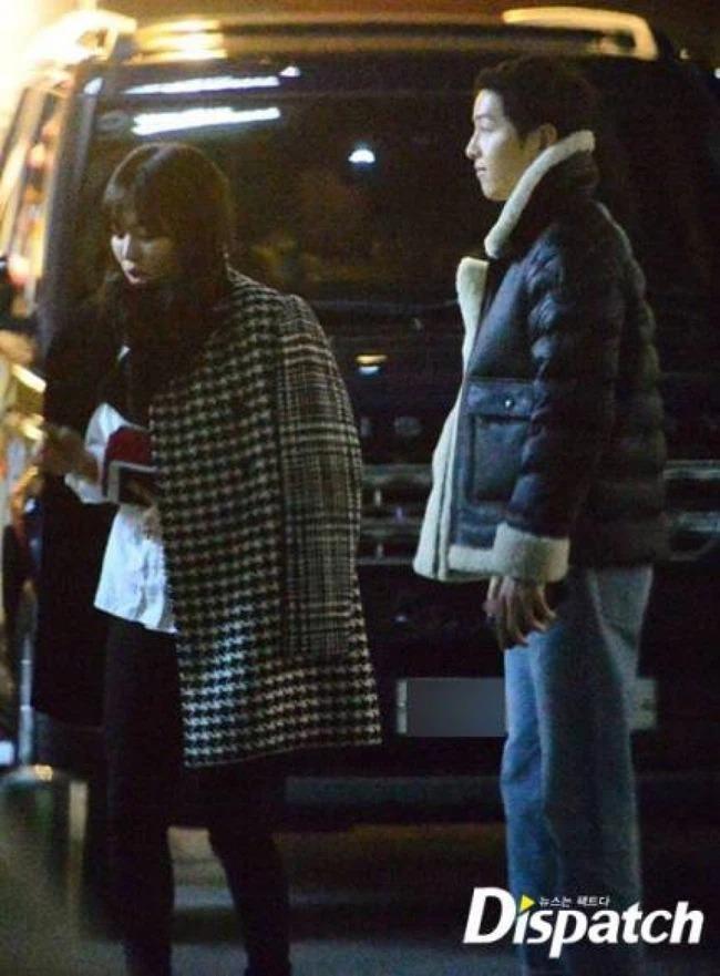 """""""Ngụy trang"""" kiểu sao Hàn: Ăn mặc đơn giản, thoải mái đến mức xuề xòa khi đi hẹn hò ảnh 4"""