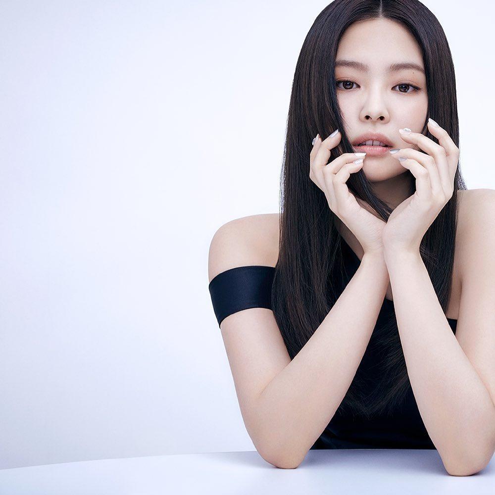 """Hai lần được chọn làm """"người kế vị"""" quảng cáo của Suzy, Jennie liệu có vượt lên đàn chị? ảnh 2"""
