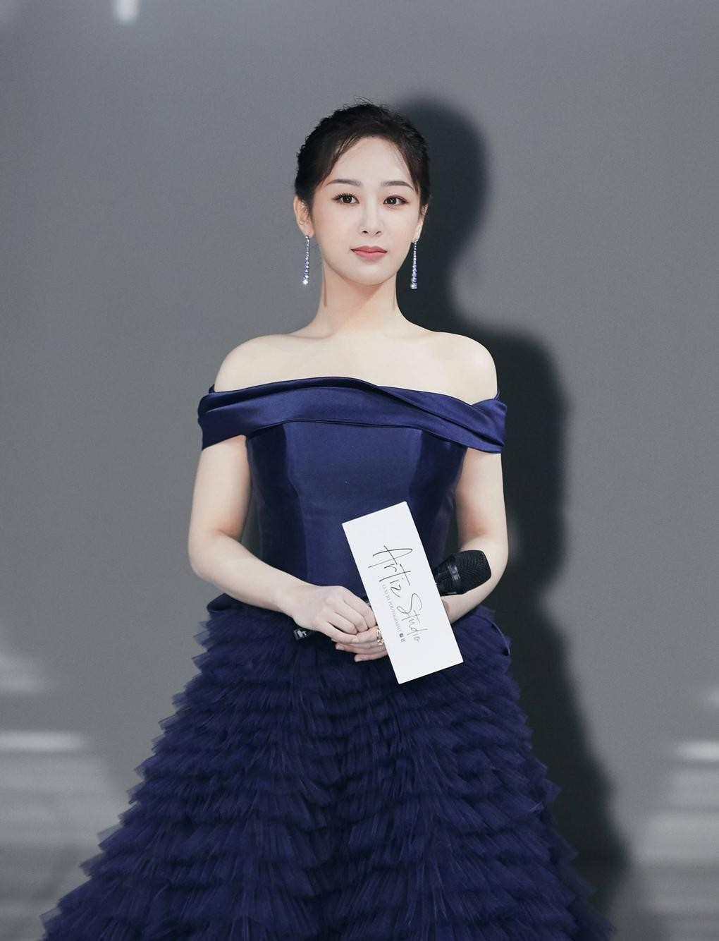 """Sau tất cả, Dương Tử cũng đã tìm thấy kiểu váy chân ái, được khen """"lộng lẫy như công chúa"""" ảnh 1"""