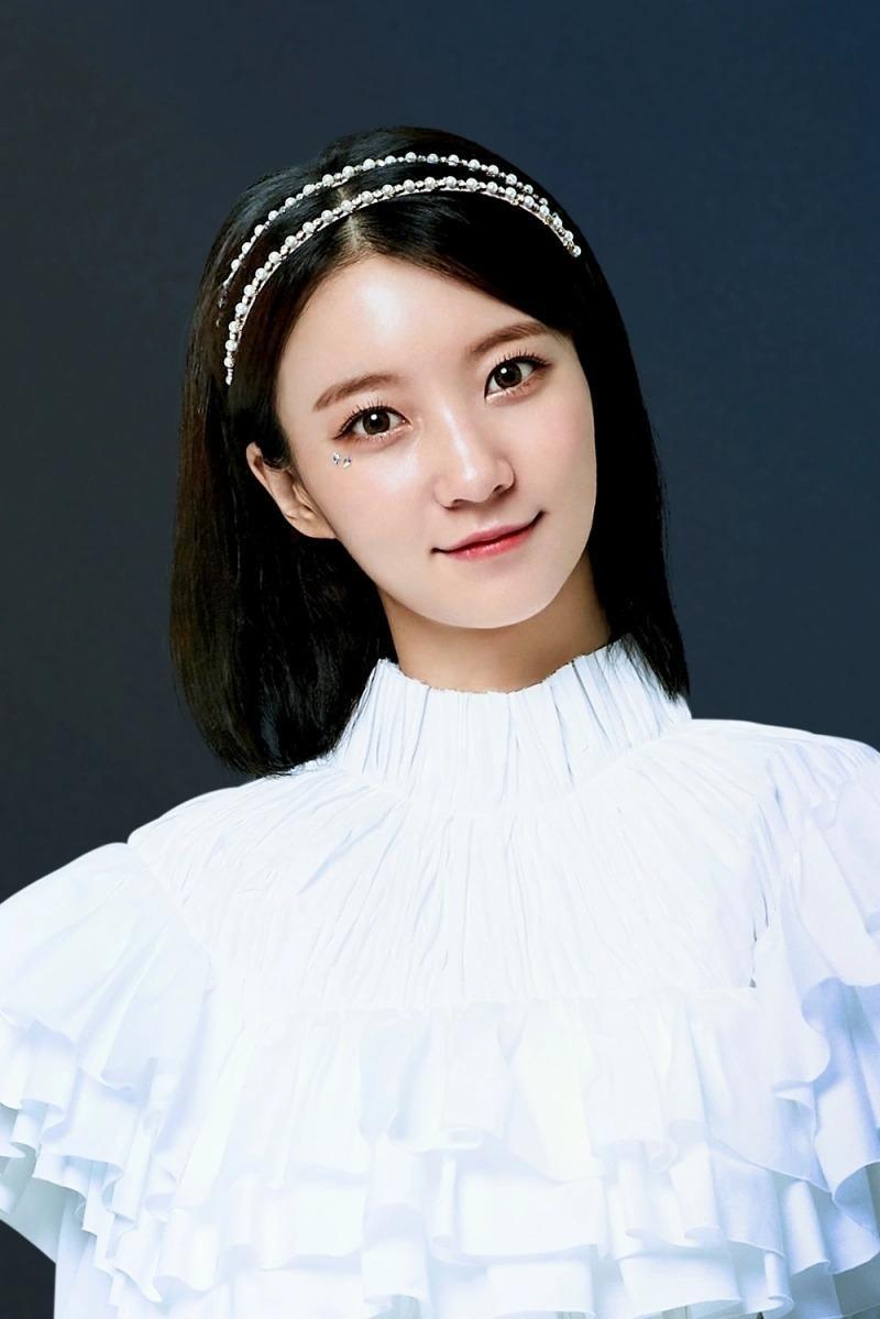 Top 8 idol sở hữu đôi mắt biếc đẹp mê hồn: V (BTS) xếp hạng nhất, sao nữ có những ai? ảnh 6