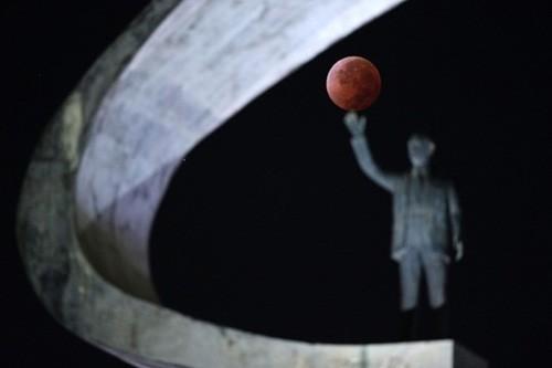 Độc đáo cảnh 'trăng máu' ở khắp thế giới ảnh 6