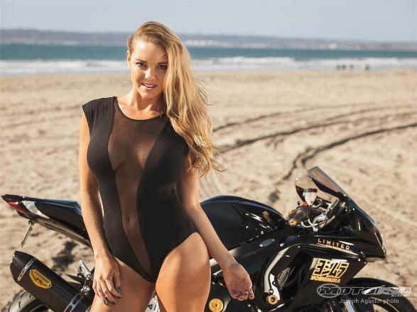 Diện bikini, mỹ nhân 'thiêu đốt' Suzuki GSX-R1000 Yoshimura ảnh 11
