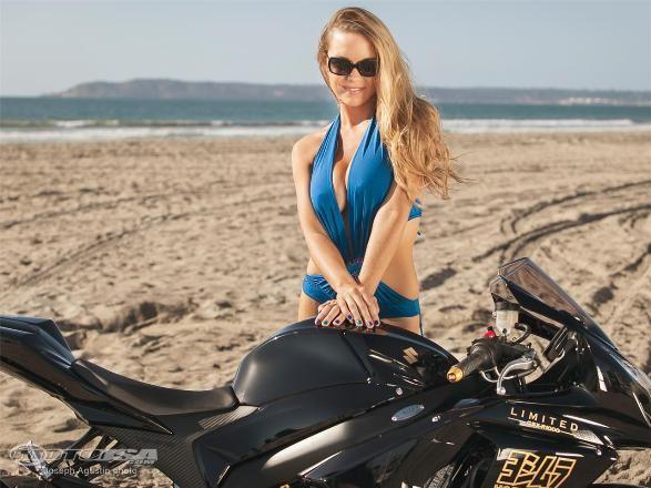 Diện bikini, mỹ nhân 'thiêu đốt' Suzuki GSX-R1000 Yoshimura ảnh 4