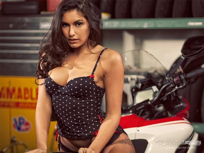 Người đẹp bên Ducati Multistrada ảnh 3