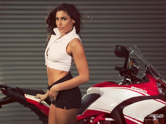 Người đẹp bên Ducati Multistrada ảnh 7