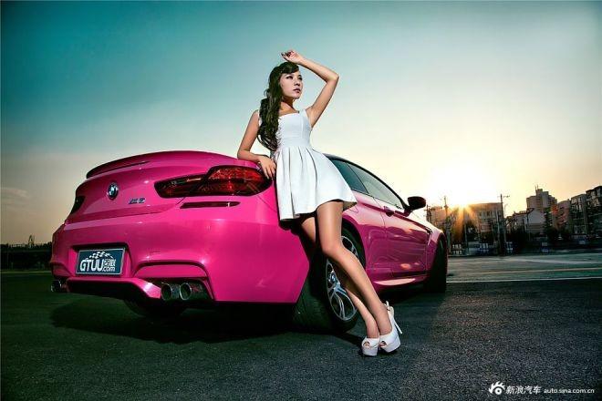 Mỹ nữ khoe chân dài hun hút bên xế hộp màu hồng ảnh 11