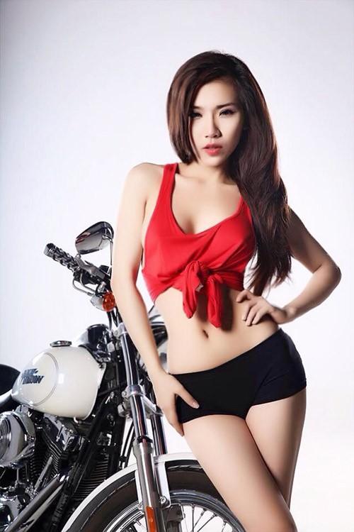 Hotgirl Việt khoe 3 vòng hoàn hảo bên xế nổ ảnh 4