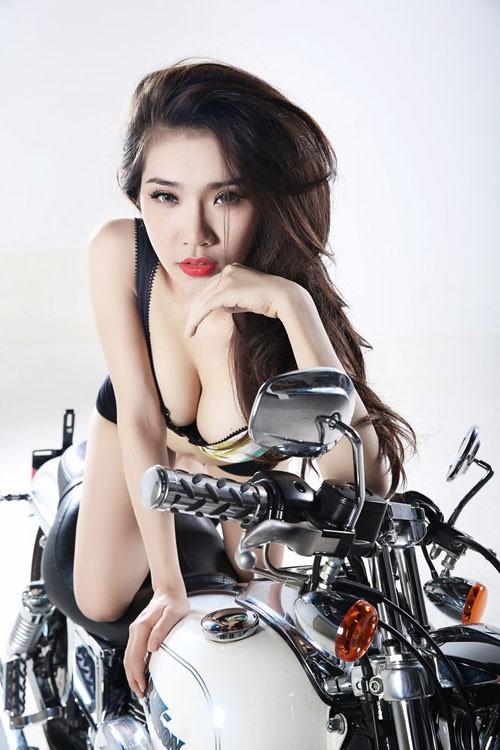Hotgirl Việt khoe 3 vòng hoàn hảo bên xế nổ ảnh 5