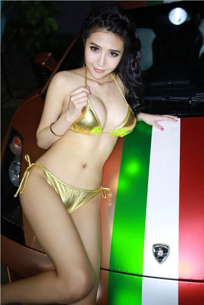 Mẫu xinh 'đốt cháy' siêu xe Lamborghini ảnh 2