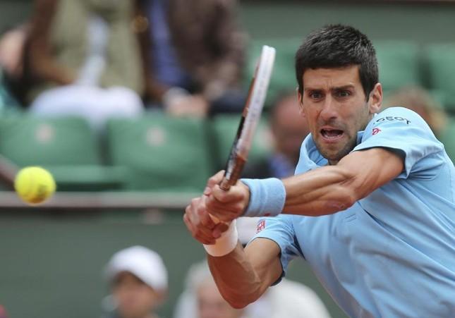 Pháp mở rộng: Federer và Djokovic rủ nhau vào vòng 3 ảnh 1
