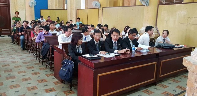 Bắt đầu phiên xử gây thiệt hại 6.000 tỷ đồng: Bà Hứa Thị Phấn vắng tòa ảnh 1