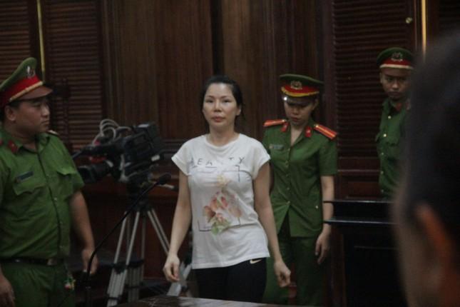 Vợ bác sĩ Chiêm Quốc Thái lĩnh 18 tháng tù vì thuê giang hồ chém chồng ảnh 3